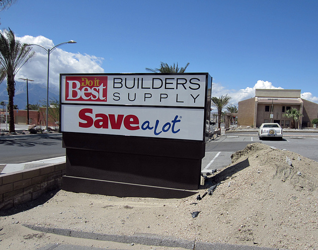 New Save A Lot sign (0302)