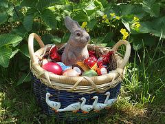 Osternest im Garten