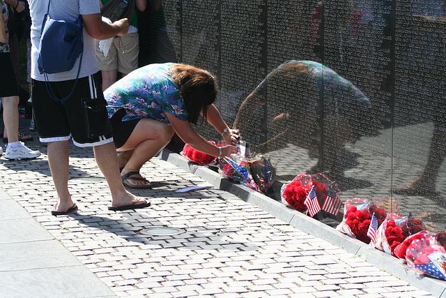 80.VietnamVeteransMemorial.WDC.22May2009