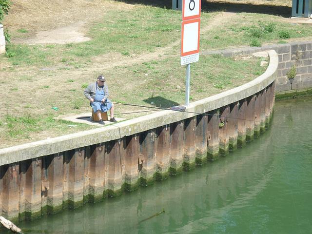 Agde .....Le pêcheur
