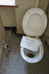 toilet not working! please do not use. thank you