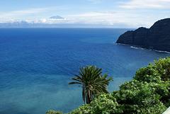 An der Nordostküste zwischen Hermigua und Agulo. Blick auf die Nachbarinsel Tenerife mit dem Teide. ©UdoSm