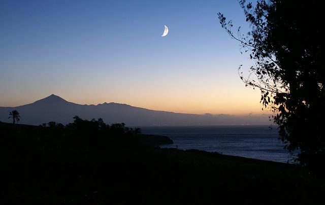 Noch vor Sonnenaufgang. Blick nach Tenerife und zum Teide. ©UdoSm