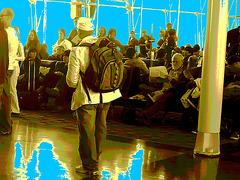 Homme mature à casque et sac à dos - Mature masculine hatter with his rucksack - PET Montreal airport - Avec le lecteur observateur / With the attentive reader -  Baskets et jeans. - Sepia postérisé avec bleu photofiltré.