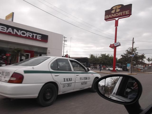 Taxi et retroviseur;