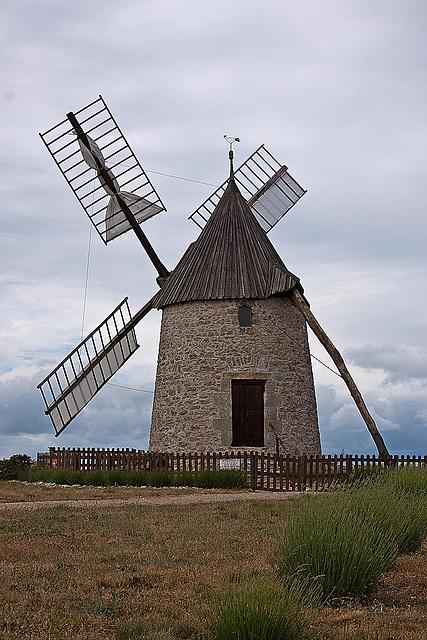 20110531 4778RAw [F] Windmühle [Saint-Pierre-de-la-Fage]