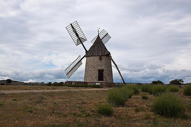 20110531 4777RAw [F] Windmühle [Saint-Pierre-de-la-Fage]