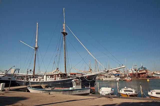 20110529 4040RWfw Hafen [Le Grau du Roi]