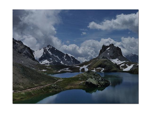 Le lac , le ciel et le tango..................bleus.
