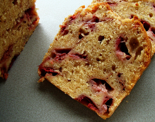 (J.S.27) Aardbeienteabread, Strawberry tea bread