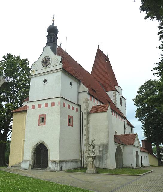 Horní Stropnice - romanika-gotika preĝejo de Sankta Mikaelo