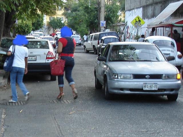 Acapulco, Guerrero. Mexique /  9 février 2011 - Têtes bleues anonymes / Anonymous blue heads