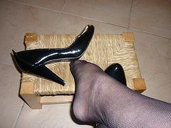 Lady 74 en escarpins noirs /  Lady 74 in black pumps