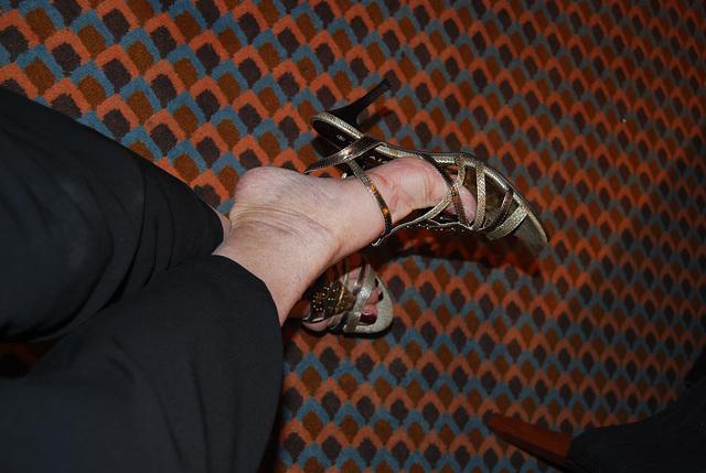 Dangle de croisière / Cruise dangle - Mon amie Christiane avec / with permission.