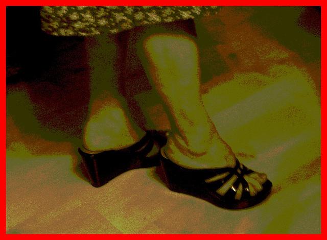 New shoes / Nouvelles chaussures - Mon amie Christiane / My friend Christiane - Recadrage - Sepia postérisé