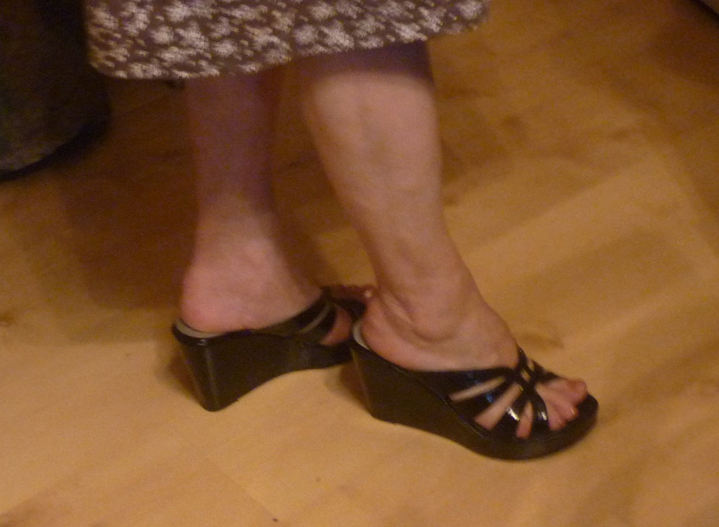New shoes / Nouvelles chaussures - Mon amie Christiane / My friend Christiane -  Recadrage