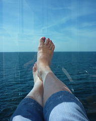 Christiane en croisière / Christiane's feet in cruise