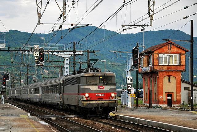 BB 25246 entrant en gare d'Ambérieu