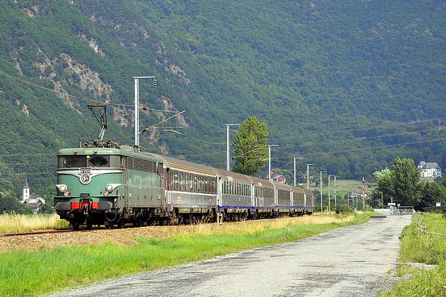 BB 25236 au pied des Alpes