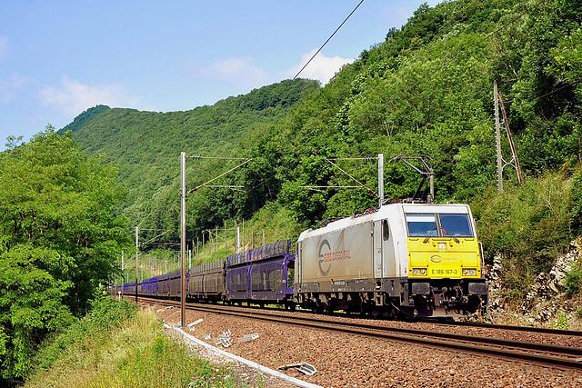 Traxx dans la vallée du Doubs