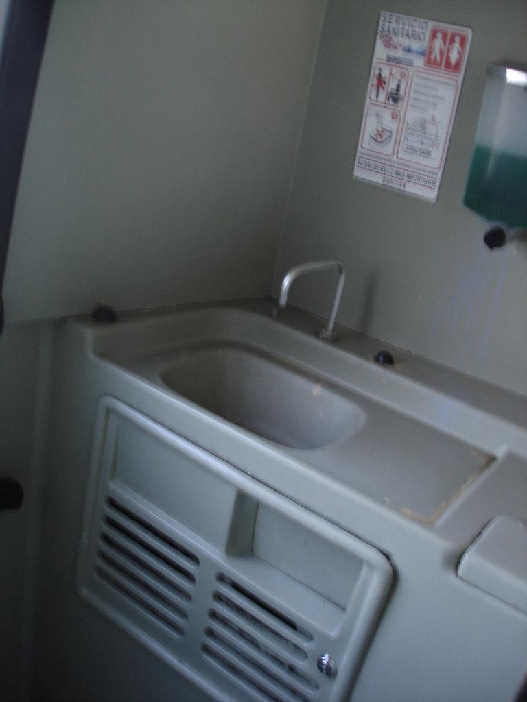 Bus' toilet / Toilette de bus - Mexique. 28 mars 2011