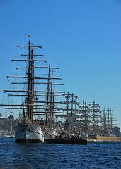 Valparaiso. Tall ships (fond noir)