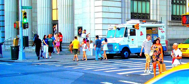 New-York city  - Lee Starsberg street yellow cab. NYC. July 2008 - Recadrage