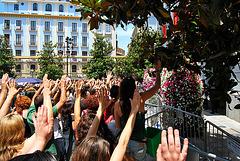15 M Granada. Las palmas abiertas, pacíficas.