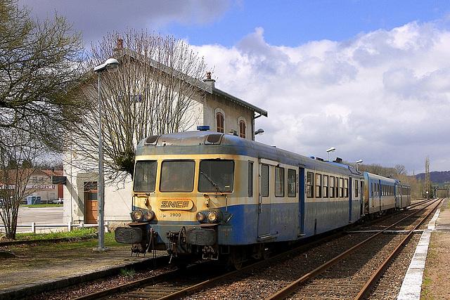 X 2800 à Saône