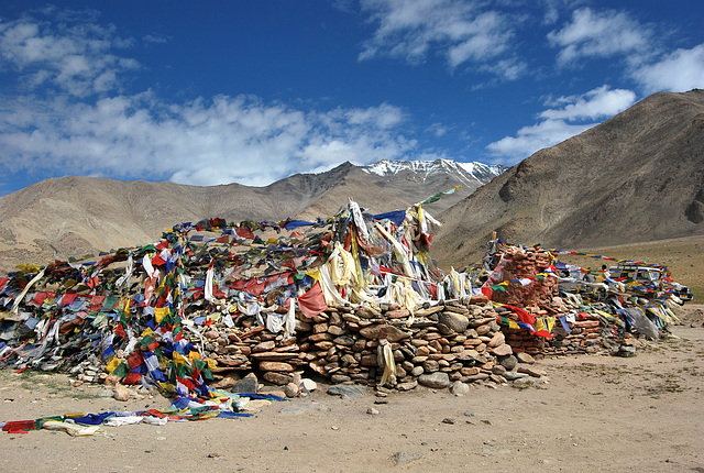 Ladakh: Pass with Buddhist mani stones and prayer flags