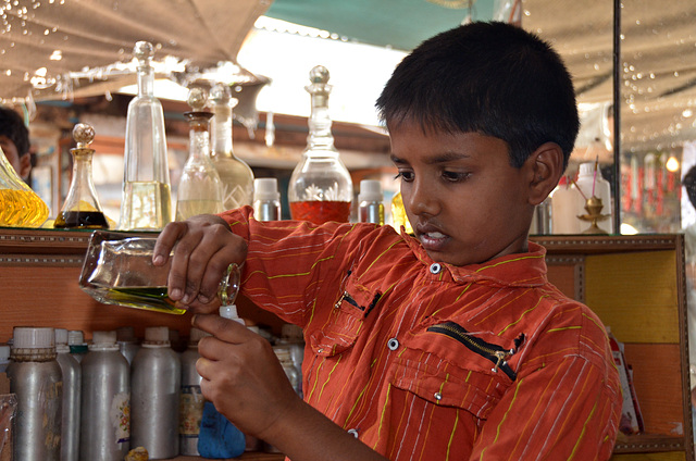 Little perfume oil helper