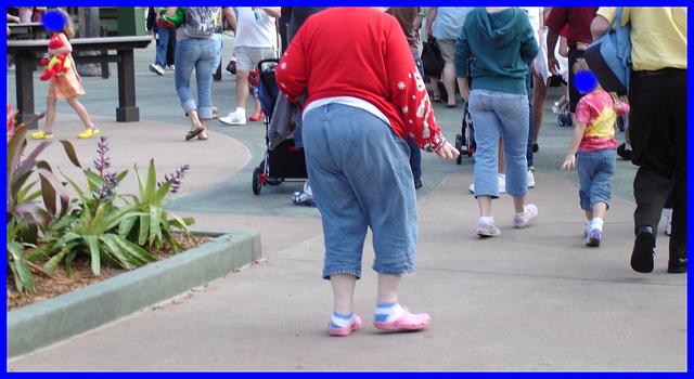 Âge d'or et embonpoint  /  Maturity & stoutness - Disney Horror pictures show -  Orlando, Florida- USA - December 29th 2006 - Visages bleus / Blue faces