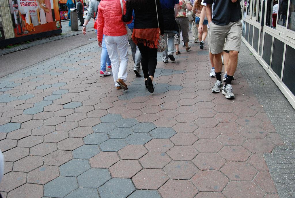 Amsterdam's high heeled Smirnoff Lady / La Dame Smirnoff en talons hauts - 8 juillet 2011 / Photo originale