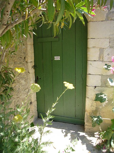 Sur la porte