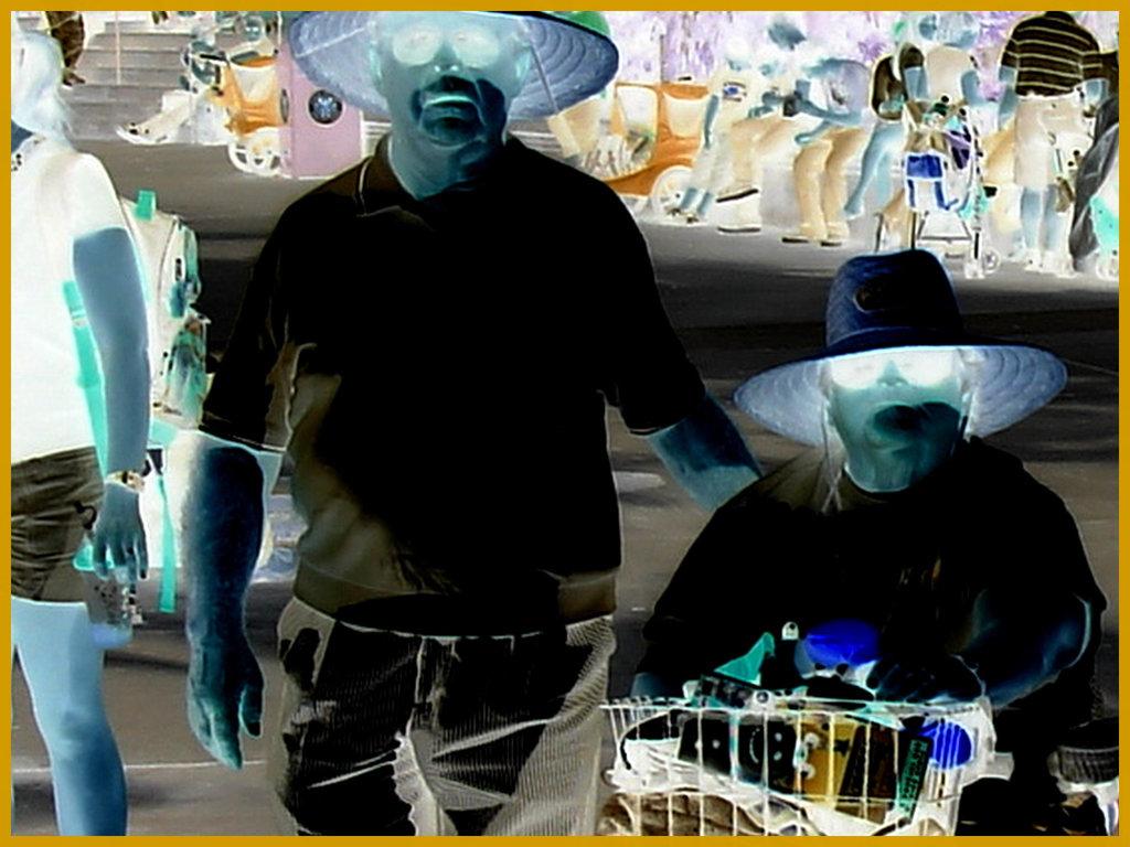 Bonheur  diabétique / Diabetic happiness - Disney Horror pictures show / Orlando, Floride. USA / 30 décembre 2006 - Effet de négatif
