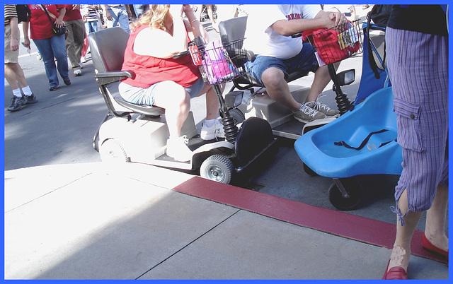 Calories roulantes / Wheeling calories - Disney Horror pictures show - Orlando, Florida - USA  / 30 décembre 2006 - Anonymously yours / Anonymement vôtre