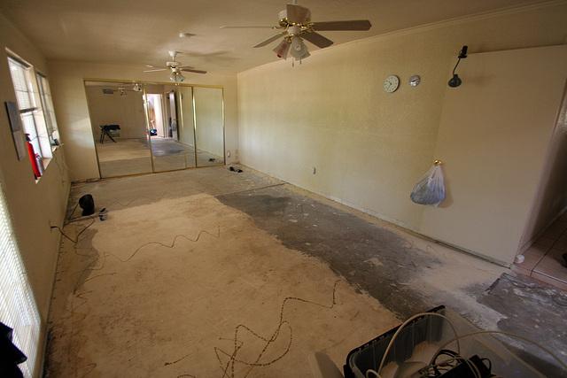 Bedroom Floor - bare concrete (0549)