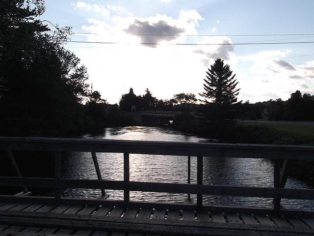 Rivière et passerelle / River and footbridge - 10 juillet 2011
