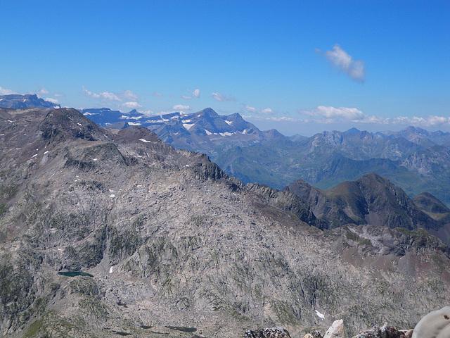 Au sommet du Turon du Néouvielle : brèche de Roland, Gavarnie, Ardiden.