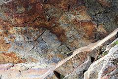 Strukturen und Farben einer Felswand