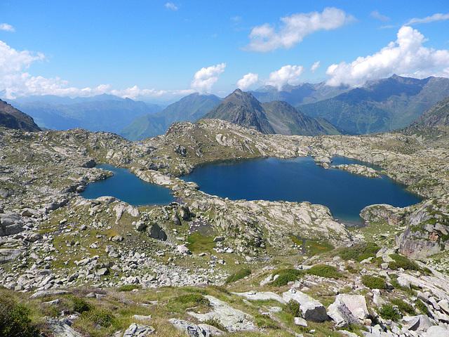 Barrage naturel entre deux lacs