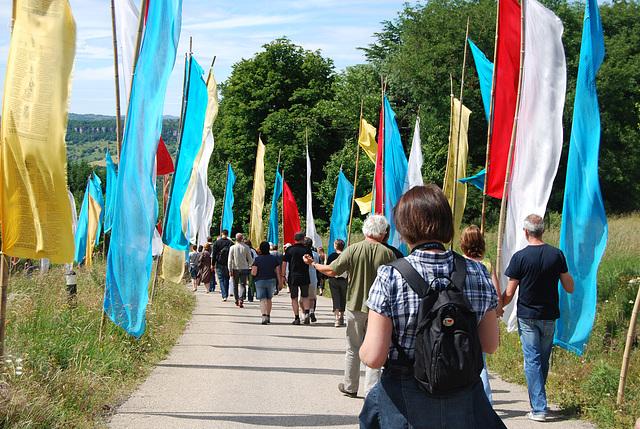 En route vers le Temple.......Marche entre les prières ...... Journée Ipernity à Ceillhes