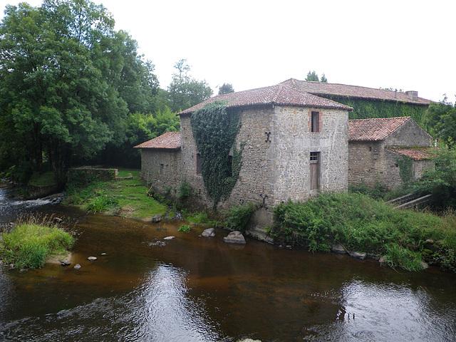 Moulin sur la Gartempe.