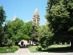 Pécs vidaĵo al la baziliko el la parko