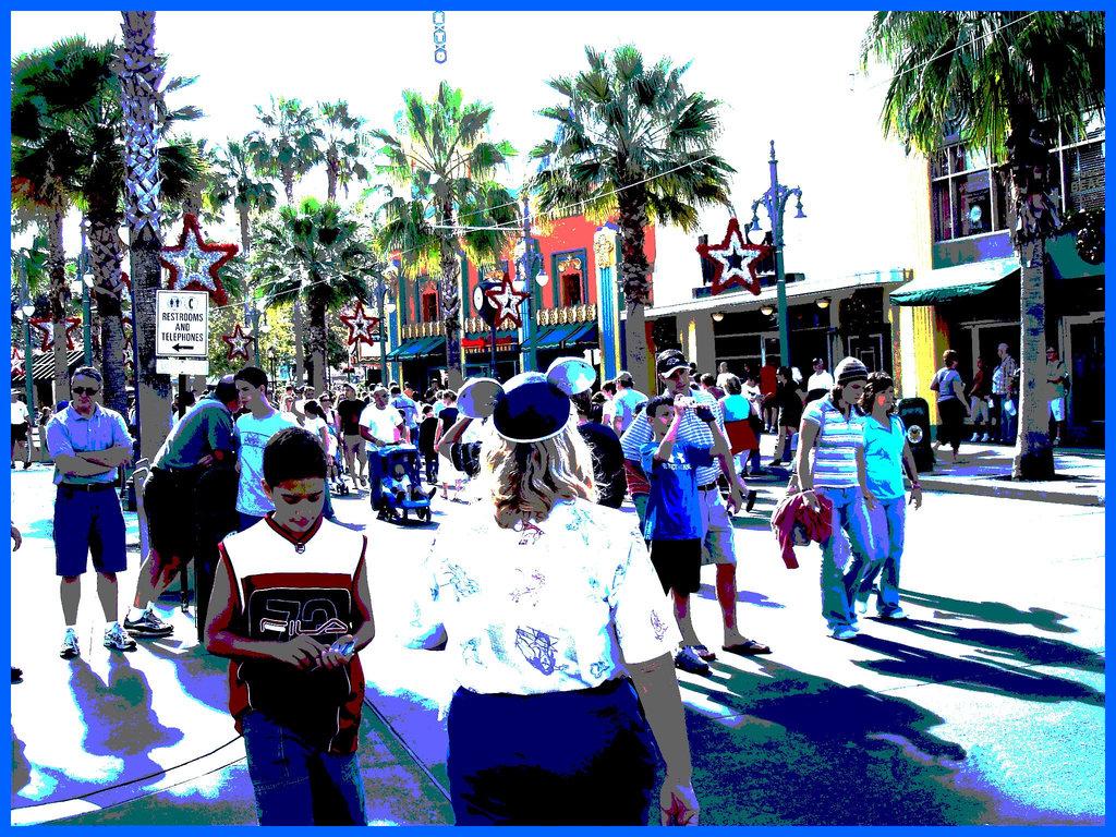 Fesses dodues et chapeau Mickey mouse - Chubby bum and Mickey mouse's ear hat- Disneyworld- Orlando, Florida - USA -  30 décembre 2006 -  Version postérisée