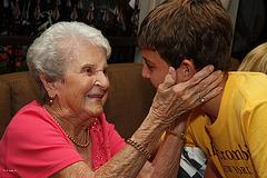 La joie d'une arrière grand-maman