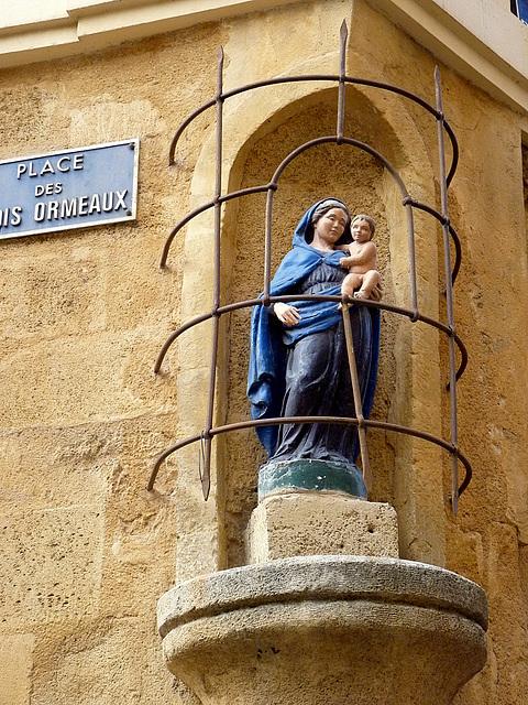 Vierge à l'enfant de la place des Ormeaux