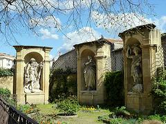 Le jardin au statues