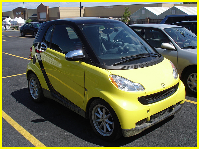 Yellow Smart jaune / Plattsburg NY - USA. 14 juin 2011.