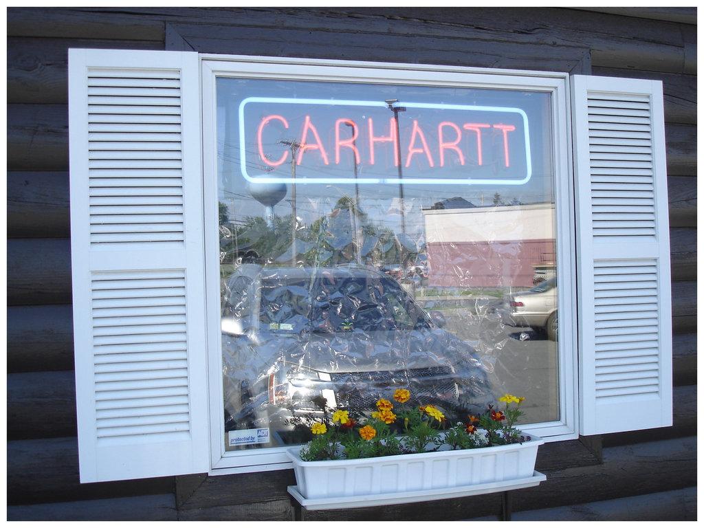 Carhartt window / Fenêtre Carhartt - Plattsburg NY. USA - 14 juin 2011.